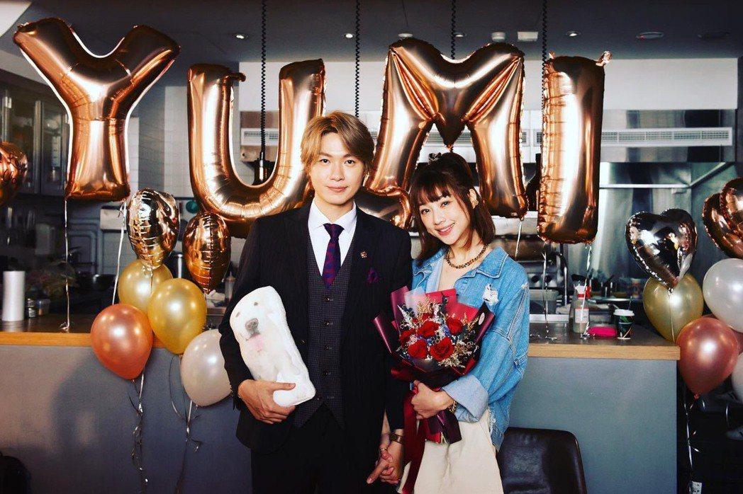 前強辯樂團主唱黃少谷與「天氣女孩」Yumi林采薇交往1年,今天向女友求婚成功。圖