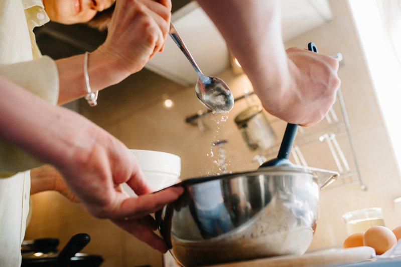 網友好奇,如果要開始學做料理,應該從哪樣料理開始才好。 圖/ingimage