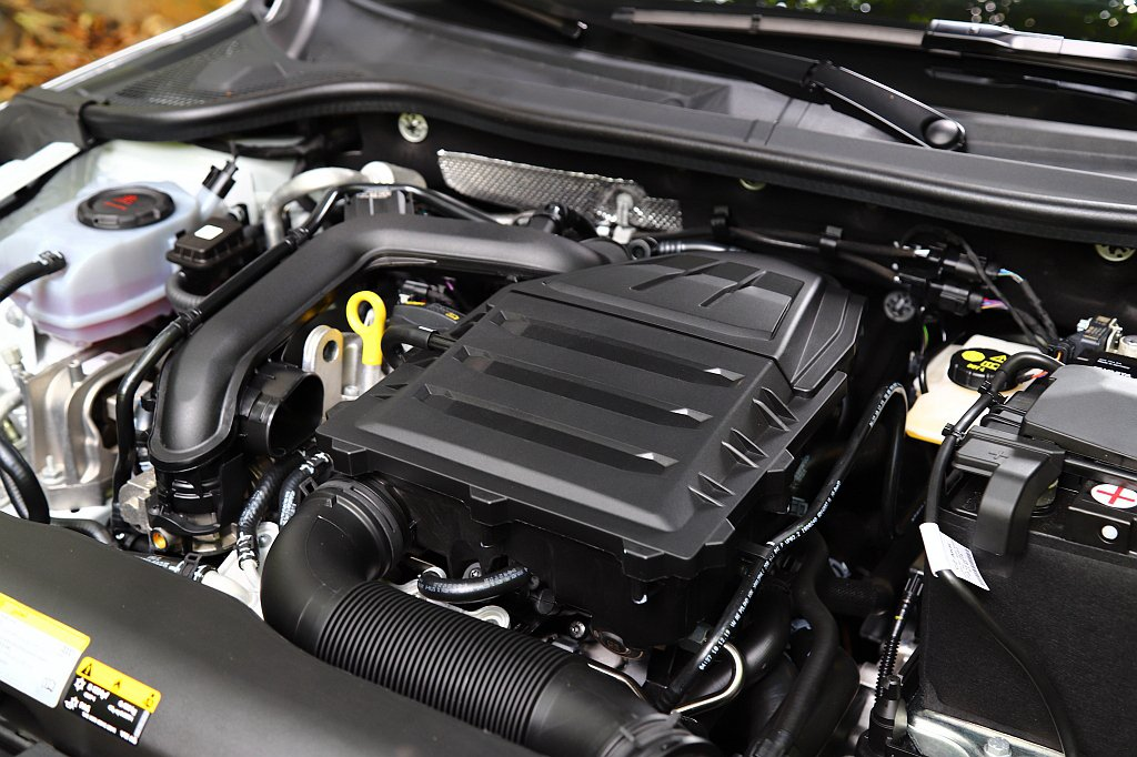 這具排氣量999c.c.、直列三缸、缸內直噴、渦輪增壓引擎,具有116hp最大馬...