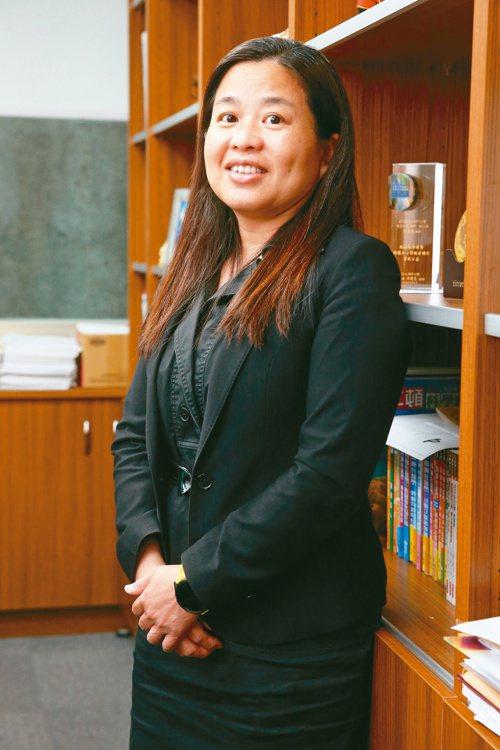 因為失智的母親,律師鄭嘉欣踏上了用法律幫助失智家庭的公益之路。記者胡經周/攝影