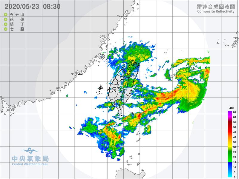 今天台灣附近還是在一個大低壓的環境內,天氣仍不穩定,各地預報有短暫陣雨或雷雨機會。圖/取自氣象局網站
