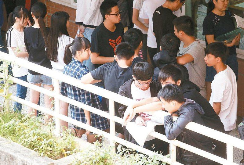國中會考英聽停考一年,閱讀成為影響分數的關鍵。 圖/聯合報系資料照片