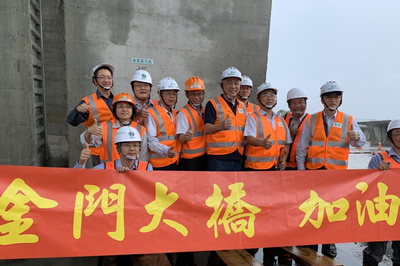 楊鎮浯赴金門大橋工程預鑄埸視察 盼明年如期完工