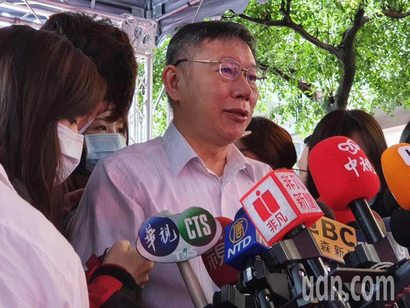 台北市長柯文哲上午參加台北市南區扶輪社捐血車捐贈典禮時受訪。記者楊正海/攝影