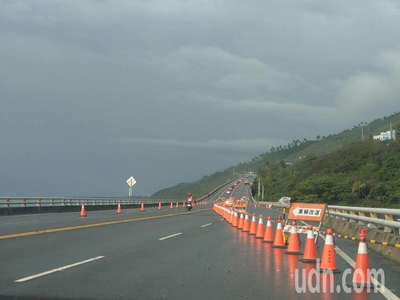 台東省道台9線南迴改通車至今近5個月的時間,卻工程不斷,甚至警示標誌不清,引來用路人抱怨。記者尤聰光/攝影