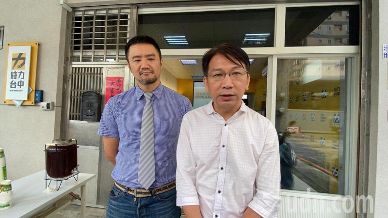 時代力量黨主席徐永明(右)認為,要盡速修訂難民法、港澳18條,支持、聲援香港,呼籲蔡英文總統硬起來,對香港情勢要非常清楚明確的譴責態度,來呼應國際的聲援。記者趙容萱/攝影