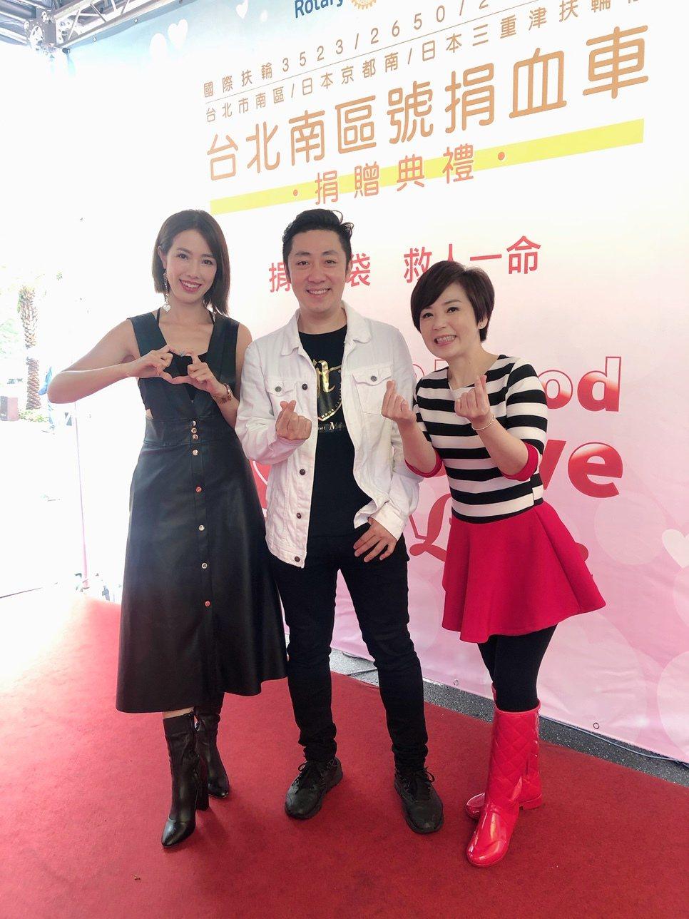 黃瑄(左起)、艾成、楊平熱血站台捐血車捐贈活動,號召民眾獻愛心。圖/民視提供