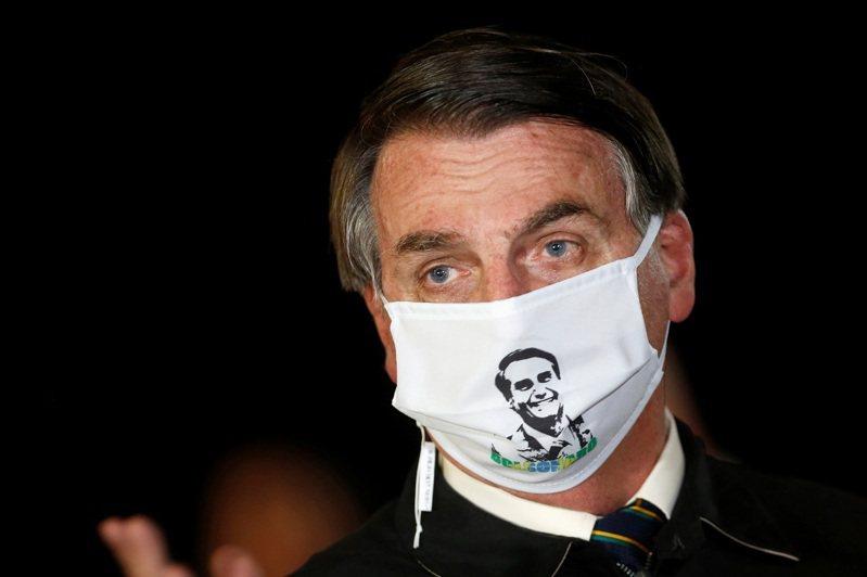 巴西最高法院22日披露,總統波索納洛公然表明干預司法的影片,當中他粗口連篇,非常不滿自己無法撤換地方政府的維安人員,以防止親友被司法調查「惡整」。路透