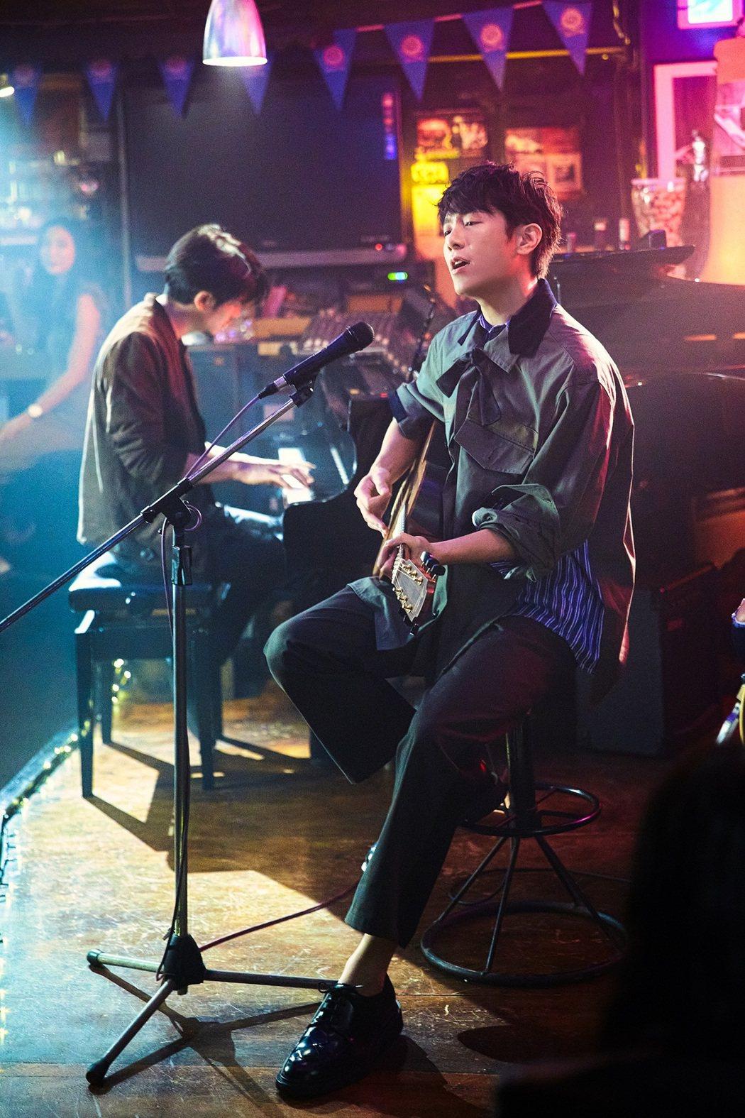韋禮安在新歌「這樣好嗎」MV終於晉升男二,與姚淳耀(左)一起琴瑟和鳴。圖/The...