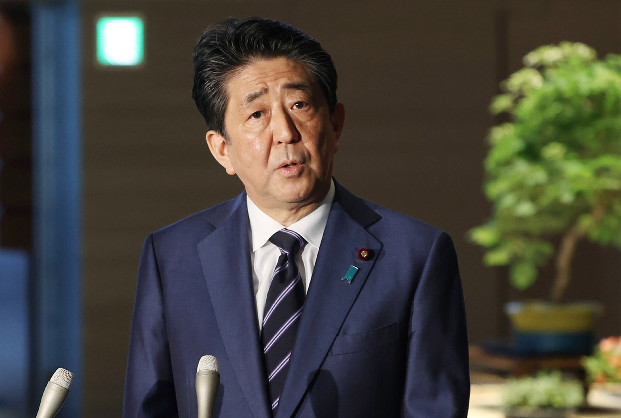安倍愛將東京檢察長涉賭 內閣支持率暴跌至27%
