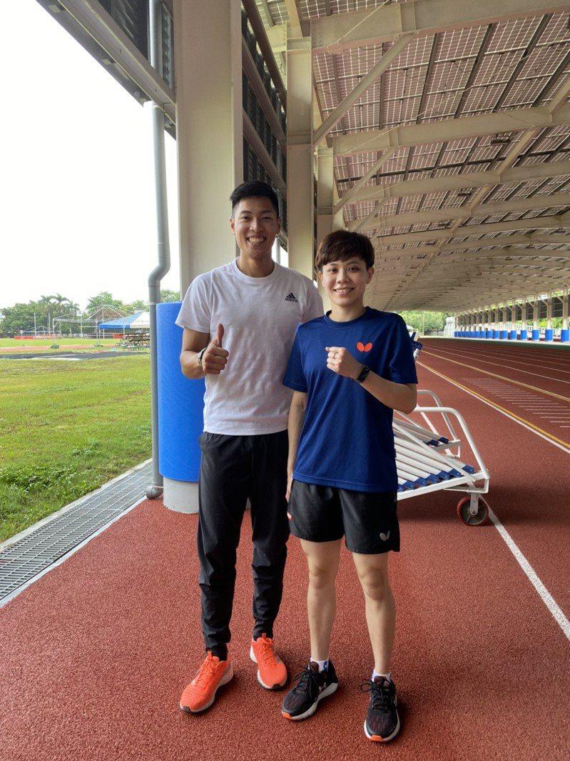 陳傑(左)與鄭怡靜(右)互相教導專長。圖/鄭怡靜提供
