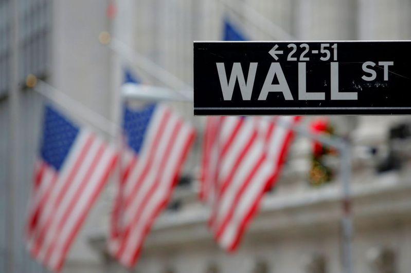 華爾街上周勁揚,三大指數漲幅都超過3%。路透