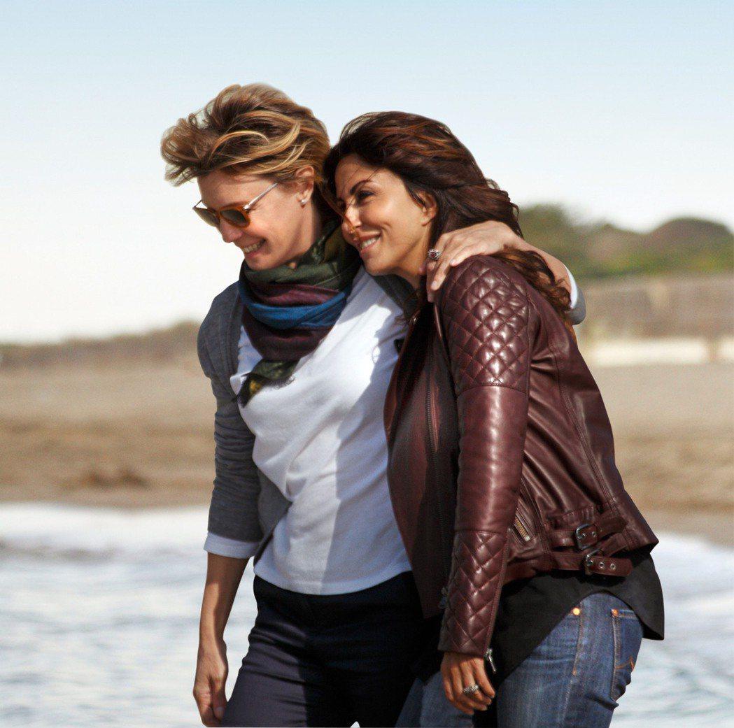 女女戀5年之癢「不只是閨蜜」描述兩名成功女性超乎閨蜜的雅痞愛情。圖/海鵬提供