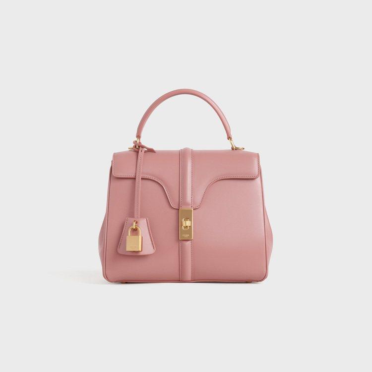 The 16復古粉緞面小牛皮小型提包,13萬元。圖/CELINE BY HEDI...