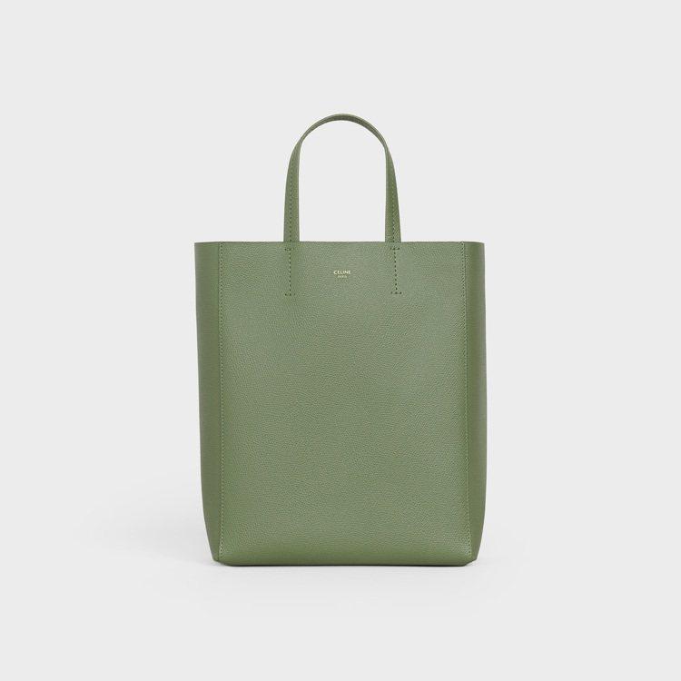 Cabas卡其綠粒紋小牛皮肩背提包,41,000元。圖/CELINE BY HE...
