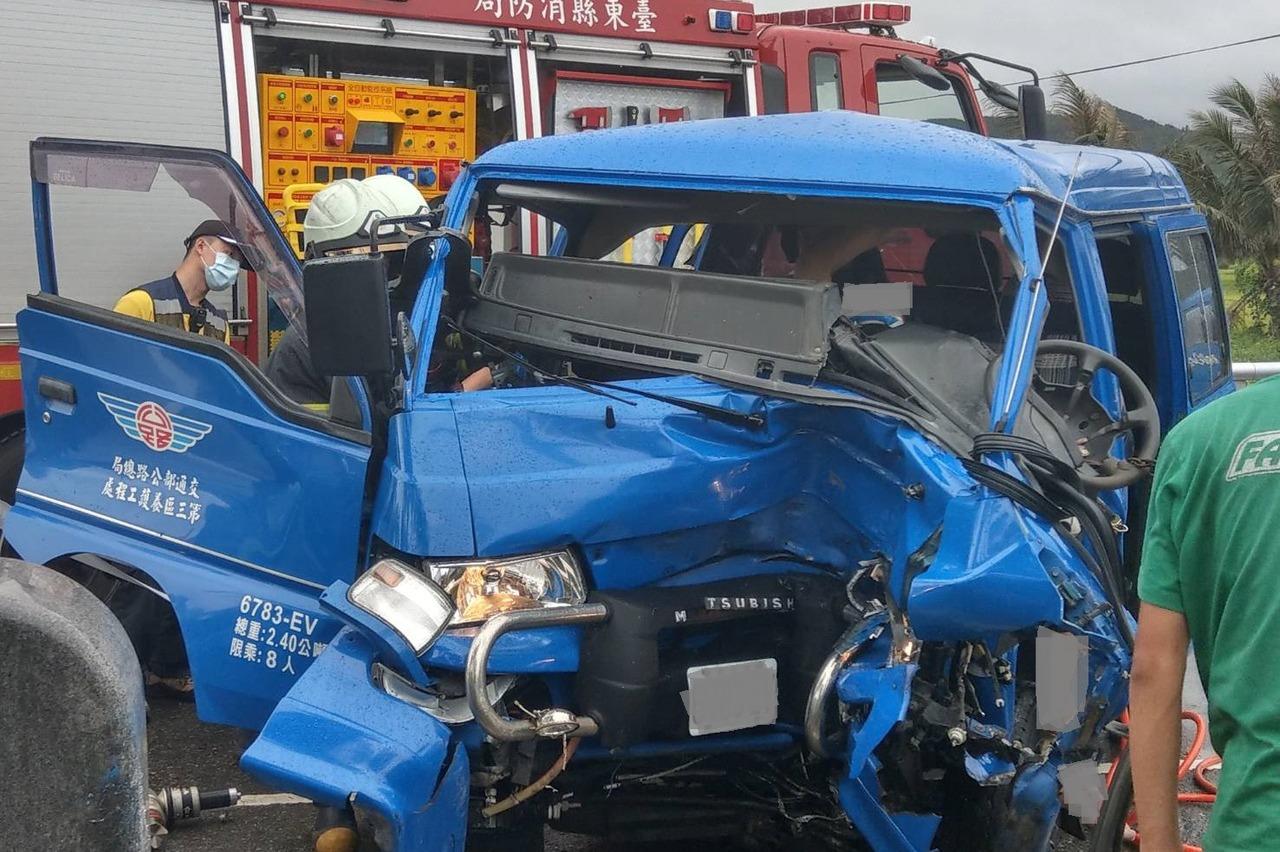 公路總局台東工務段1職員 巡路自撞搶救不治