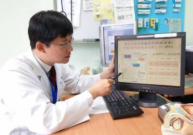 台北榮總員山分院泌尿外科主任蔣智宏說明,比起傳統的攝護腺特定抗原(PSA),攝護腺健康指數(PHI)的確診率較高。記者戴永華/攝影
