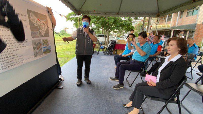 宜蘭縣府啟動「宜蘭地景2.0」計畫打造8處新景,縣長林姿妙(右)昨天會勘。記者羅建旺/攝影