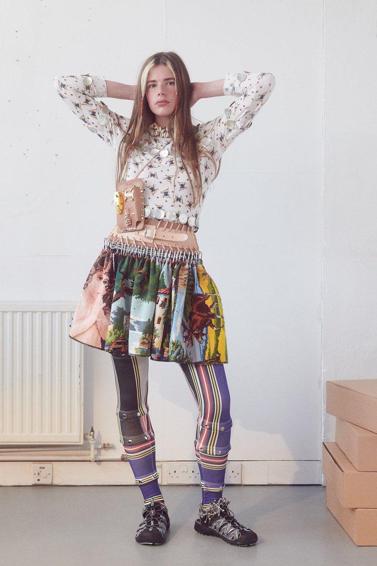 Chopova Lowena保加利亞風景十字繡迷你裙,55,080元。圖/onefifteen初衣食午提供