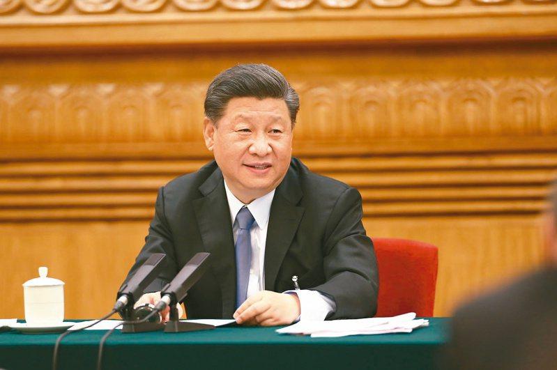 中共總書記習近平前天參加全國人大內蒙古代表團審議。(新華社)