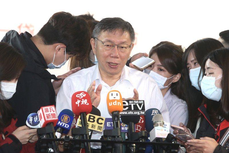 針對高雄罷韓,台北市長柯文哲(中)昨天指事情走到這個地步,就交由市民去決定。記者曾吉松/攝影