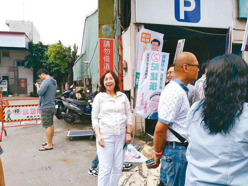 民進黨北市黨部主委選舉候選人薛凌今天前往士北區投票所投票。 記者林麗玉/攝影