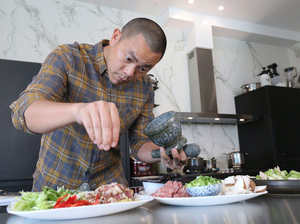 江振誠認為,在他打造更為極致的用餐體驗過程中,對料理的熱情反倒更多了。 圖/許正...