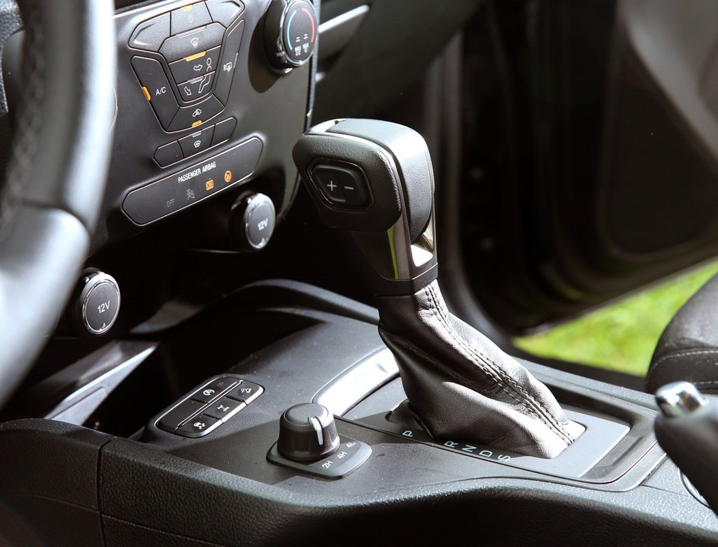 十速SelectShift手自排變速箱。 記者林澔一/攝影