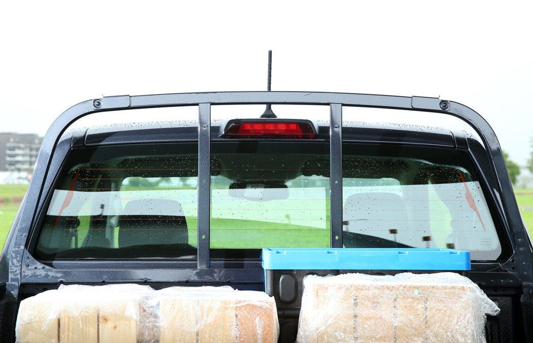 Ranger職人型配置車身同色金屬頭立式格柵貨架。 記者林澔一/攝影