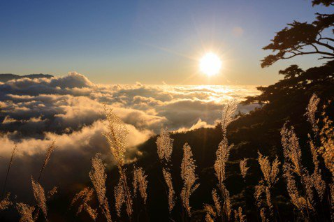 能高越嶺道夕陽雲海。 圖/雪羊提供