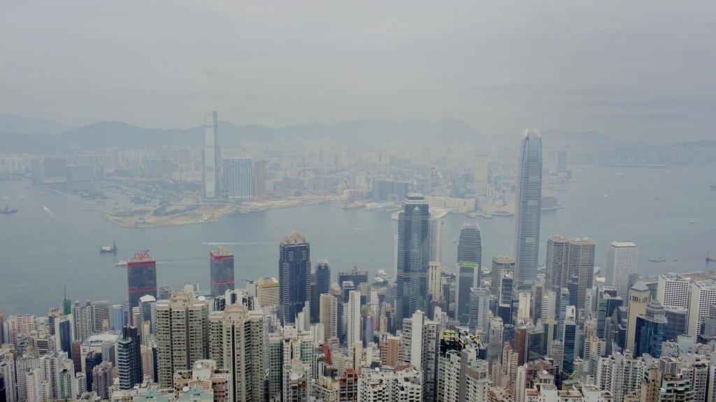 彭博資訊報導,中國大陸內地資金正以無與倫比的速度湧入香港股市,強力支撐香港金融市...