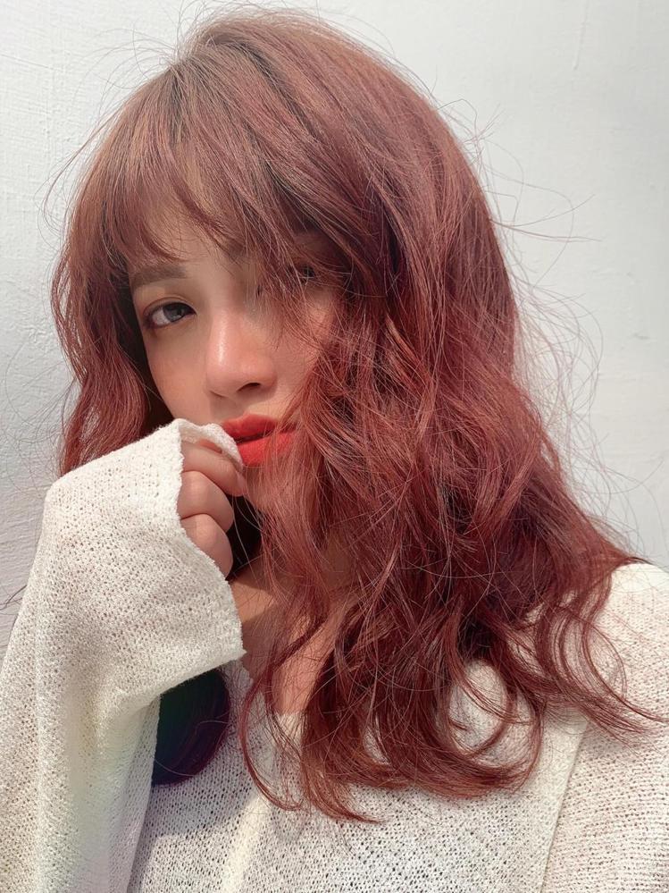 髮型創作/8度美學概念店 / Amber,圖/StyleMap美配提供