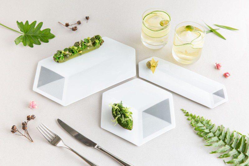 「北美館xJIA」聯名瓷盤,讓立體的美術館白盒子化為食器,藝術之美走入民眾的日常。圖/北美館提供