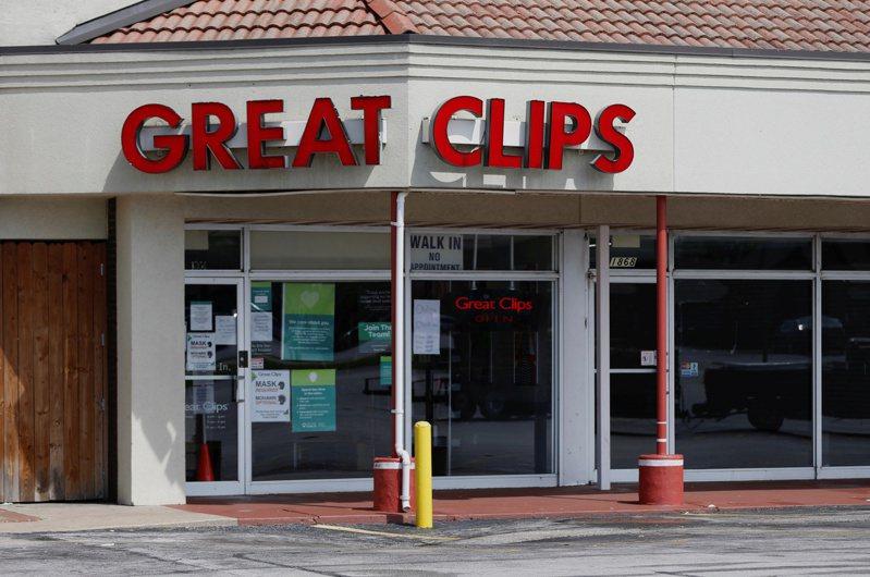 美國密蘇里州一名美髮師帶病上工八天,造成至少91人有染病風險。路透