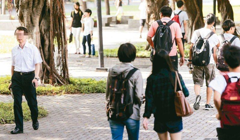 根據歷年統計,教育部公布的大學兼任教師鐘點費凍漲多年,直到去年才微幅調漲各級兼任教師時薪,但平均漲幅僅25至30元,不如零工族。本報資料照片