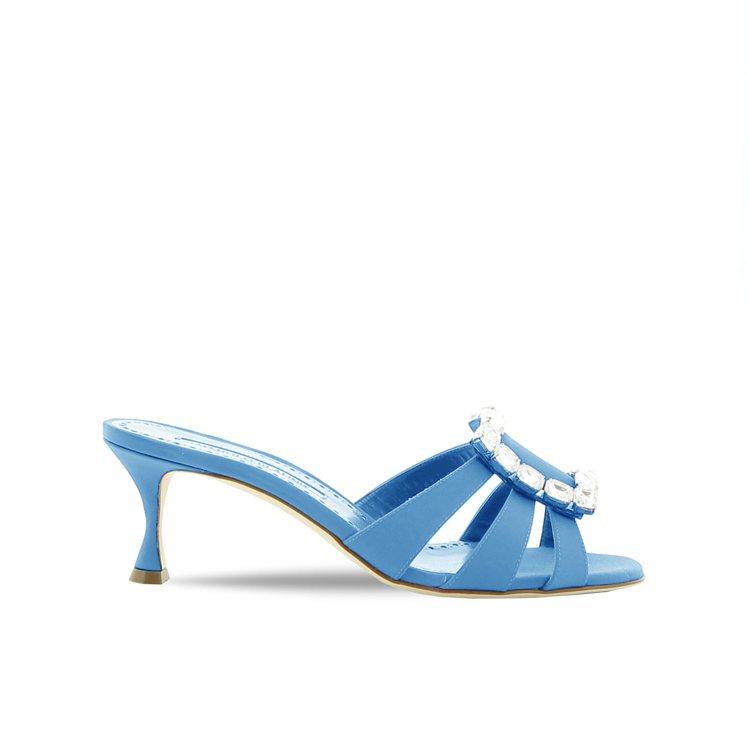 水藍色低跟ILUNA涼鞋,44,800元。圖/Manolo Blahnik提供