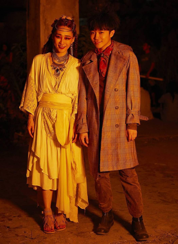 吳可熙在吳青峰(右)的MV「傷風」有不少獨舞。圖/環球提供