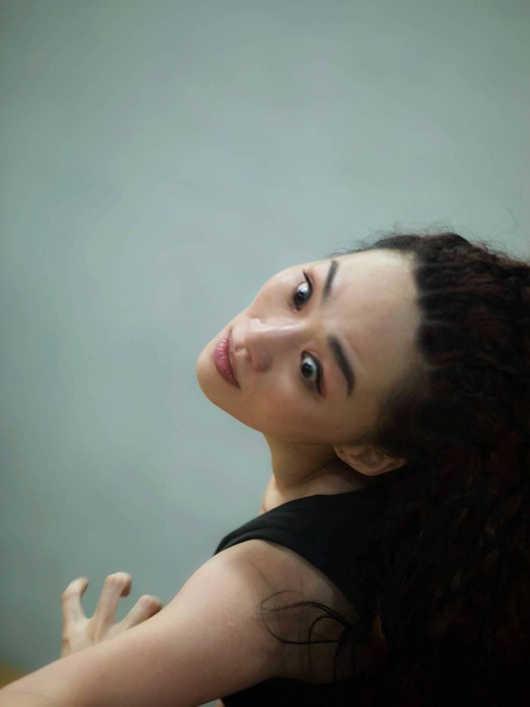有舞蹈底子的吳可熙自創獨舞。圖/CAA經紀公司提供