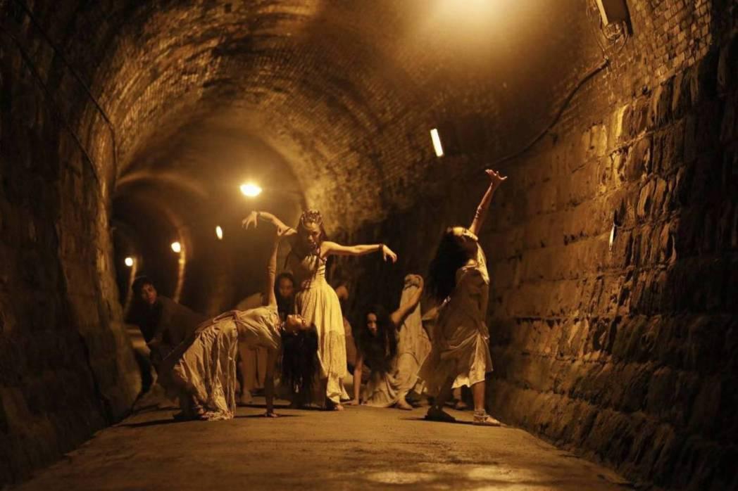 吳可熙在吳青峰的MV「傷風」有不少獨舞。圖/CAA經紀公司提供