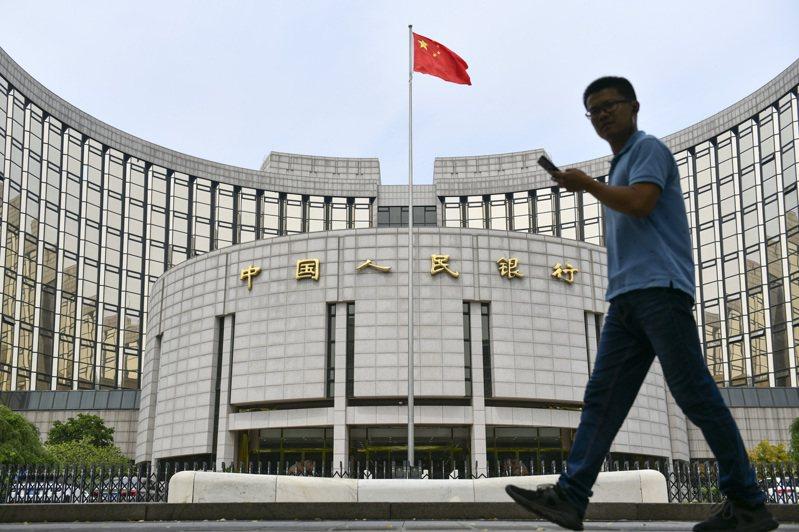 中國家底有多少?報復性消費真的來了?中國國家發改委副主任寧吉喆24日就熱點問題一一作出回應。 中國新聞社