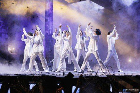 韓國人氣團體防彈少年團(BTS)所屬公司Big Hit娛樂今天宣布收購NU'EST、SEVENTEEN等團體所屬經紀公司Pledis股份,成為最大股東,Pledis之後仍維持獨立運作。韓聯...