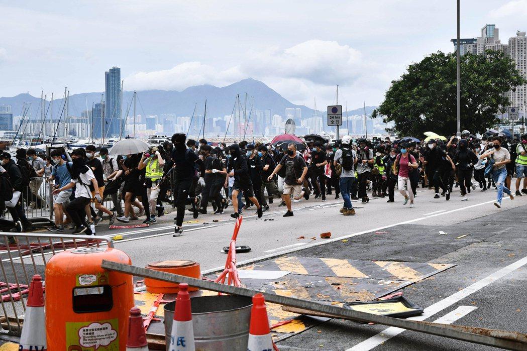 同時,香港保安局局長李家超發出極具「試探性意義」的警告文,指控「香港本土恐怖主義...