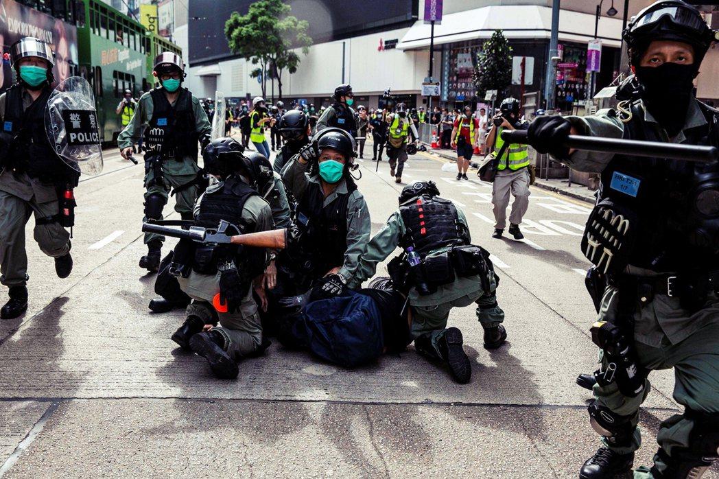 港府保安局的「恐攻威脅表態」,被中國官媒進一步惡意詮釋為「港人示威=恐怖主義」,...