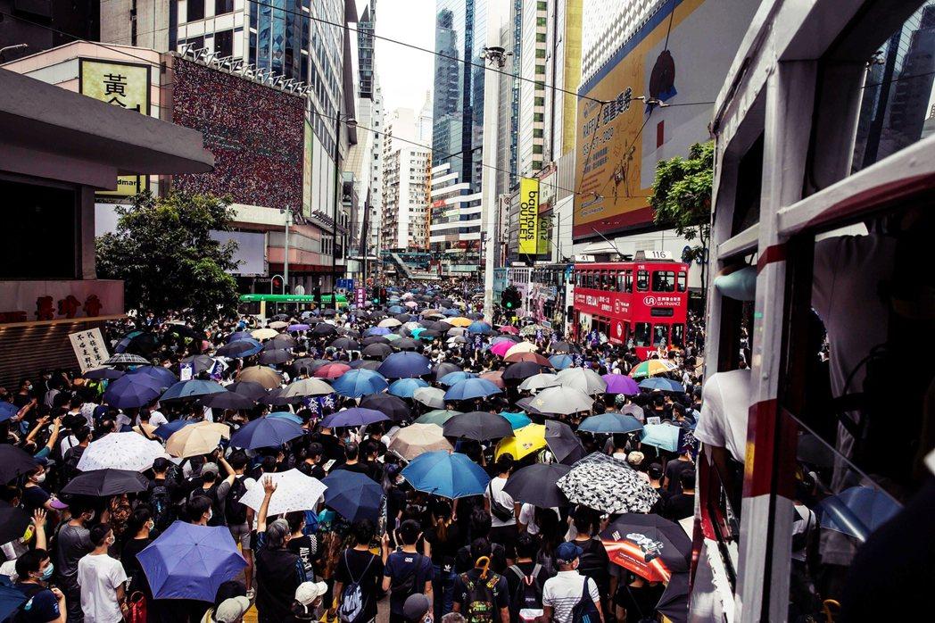 抗爭行動主要集中在銅鑼灣一帶,街頭的抗爭者數量近有數千人。 圖/法新社