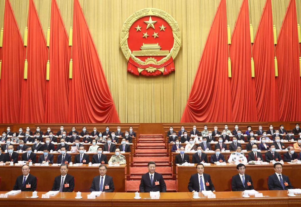 美國提早在中共兩會開幕之前發布中國策略報告,頗有「攤牌」意味。 圖/新華社