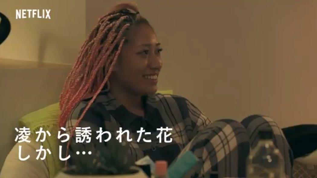 22歲的木村花不僅以摔角超新星的身分知名,也因為參與Netflix《雙層公寓》實...