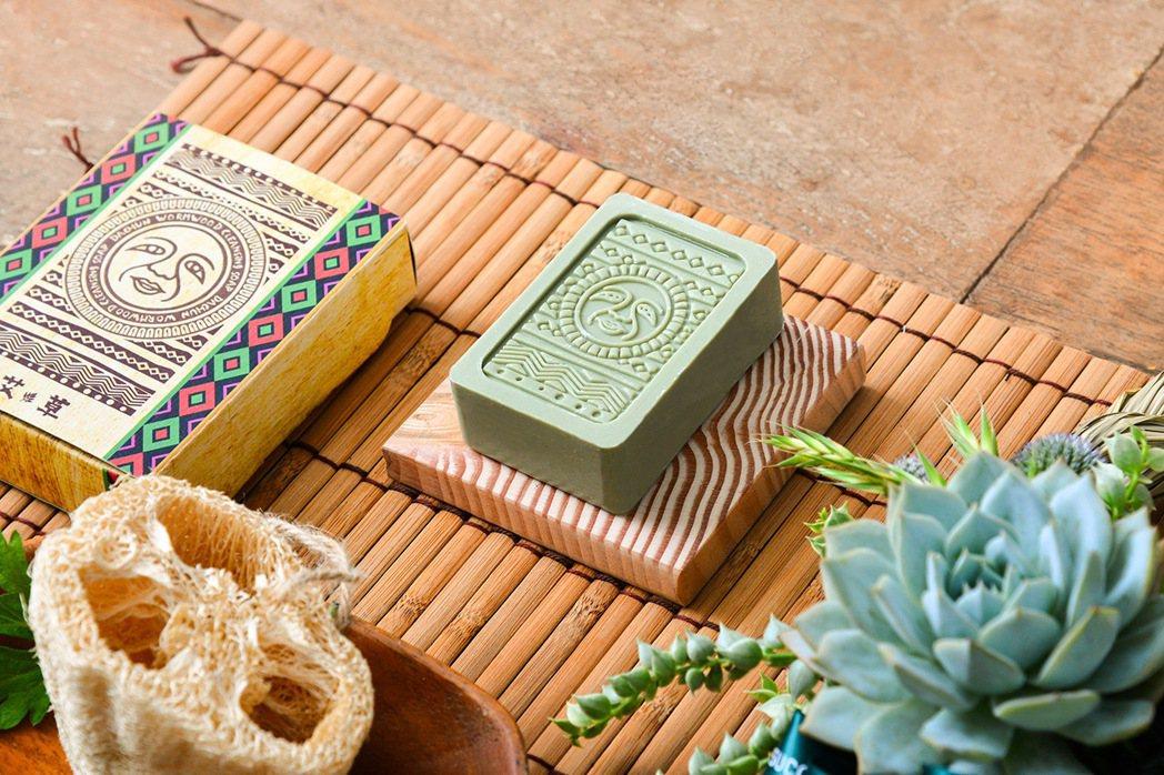 取自彰化田園採集新鮮艾草而製的艾草皂。 圖/有肉Succulent & Gift...