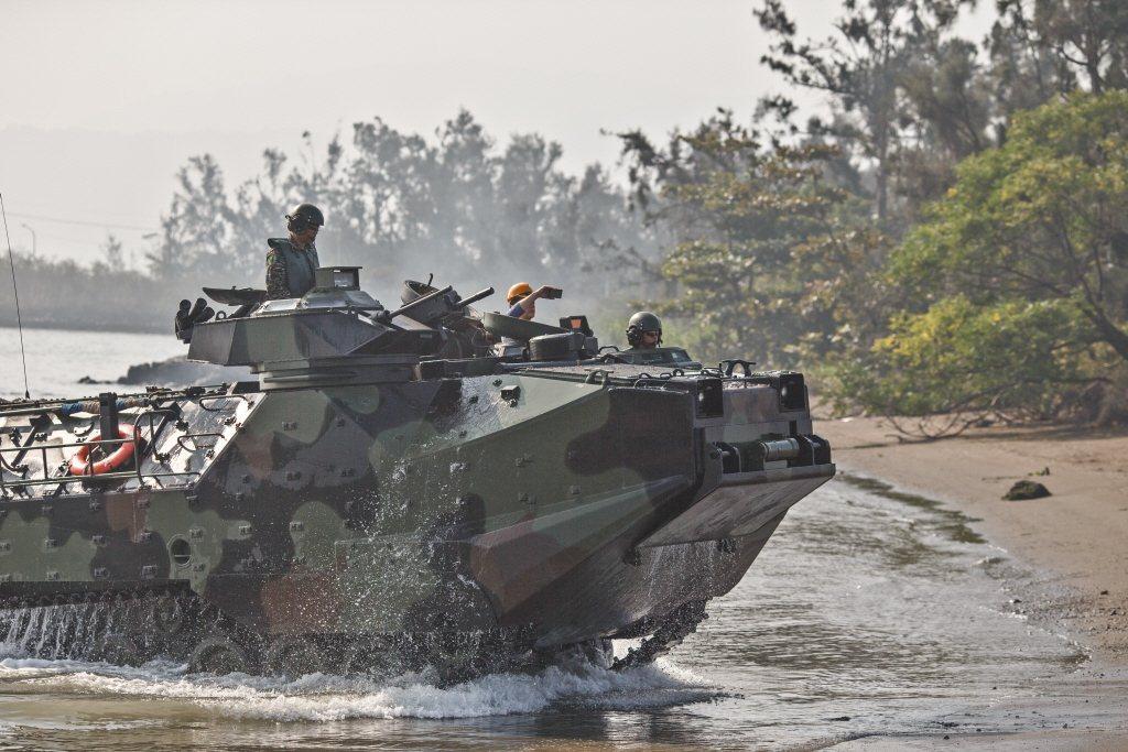 2017年漢光演習,由海軍陸戰隊模擬對澎湖實施突擊登陸。 圖/軍聞社