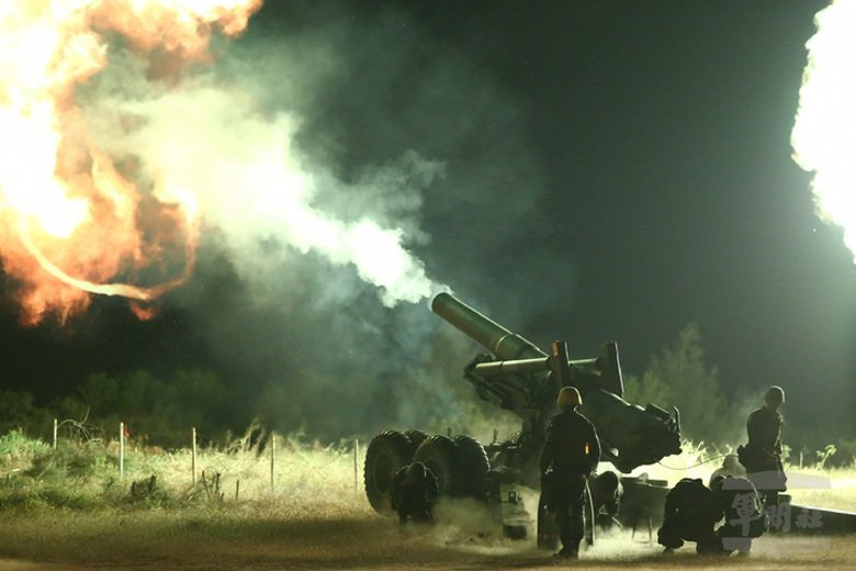 2019年,陸軍金門防衛指揮部與馬祖防衛指揮部,實施「聯合反登陸作戰操演」。圖為金門M115榴彈砲射擊。 圖/軍聞社