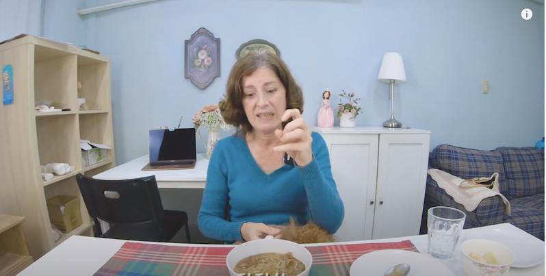 居住在台灣20多年的烏拉圭YouTuber 派蒂三多羅,挑戰5種「古怪的」台灣美食,驚悚的反應讓網友都紛紛直呼「超可愛!」圖擷自YouTube